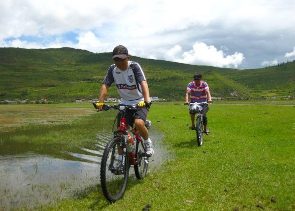 Napahai-Lake-Cycling-Tour